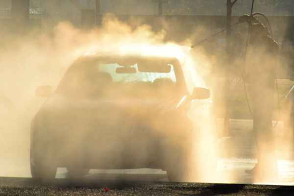 Rodzaje myjni samochodowych.